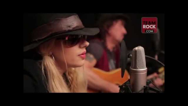 Richie Sambora and Orianthi- Livin' On A Prayer (Music Video)