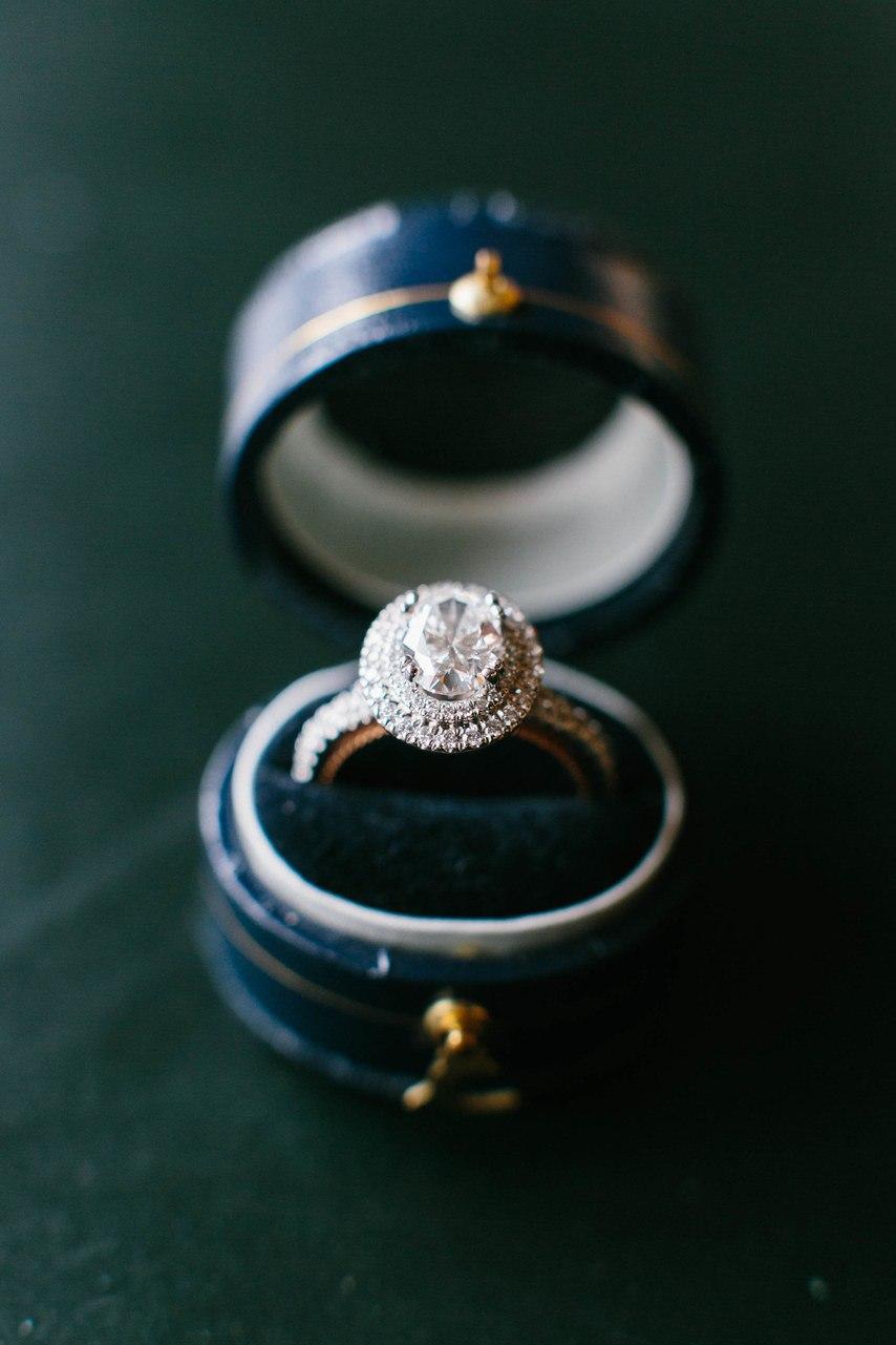 Красота, застывшая в металле обручальных колец (50 фото)