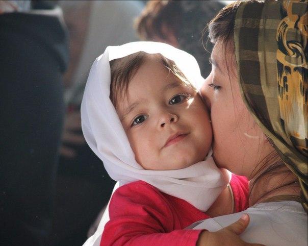 Мало только причащать младенца. Должно быть и духовное домашнее воспитание.