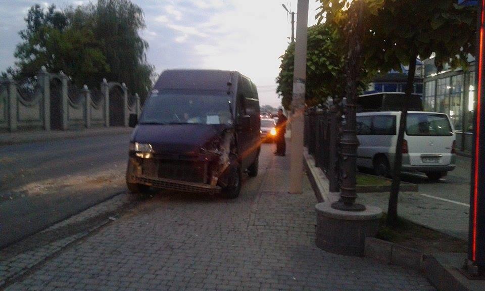 У Мамаївцях затори. Перевернулася вантажівка зі щебенем (біля автомайстерні Бош сервіс) (ФОТО)