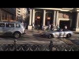 В Москве спорткар пришлось снимать с лежачего полицейского с помощью троса