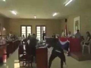 Президент Боливии спалился на просмотре порно во время заседания