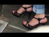 мама с дочкой ,  мама при пораде на высоком каблуке смотрелось восхитительно