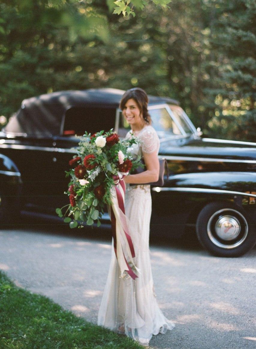 IYUVglulQco - Романтическая свадьба на берегу озера (26 фото)