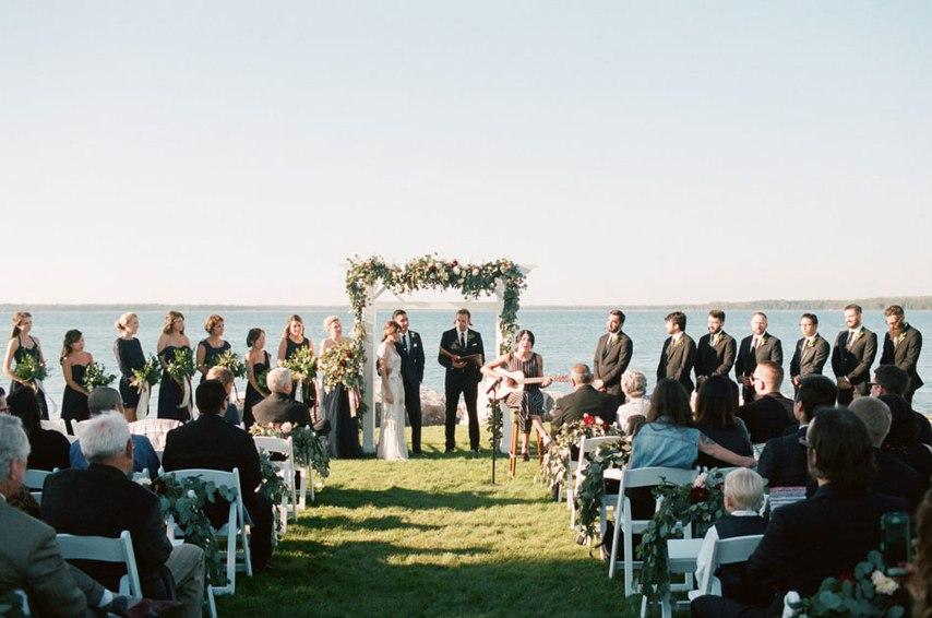 dsh1NOQwFlA - Романтическая свадьба на берегу озера (26 фото)