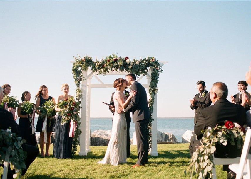 Oml50FyquWI - Романтическая свадьба на берегу озера (26 фото)