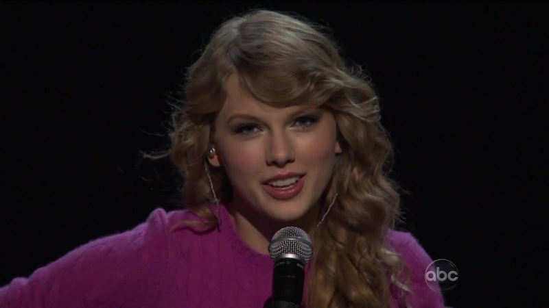 The 45th Annual CMA Awards 2011__Taylor Swift__