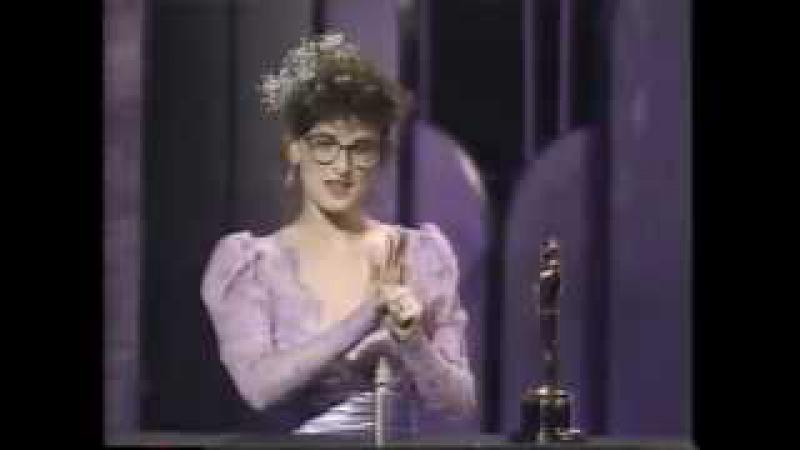 Marlee Matlin Wins Oscar 1987 / William Hurt Presents