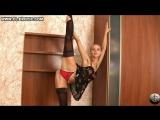 Лилия - красивая гимнастка модель демонстрирует растяжку ног. Серия #2. Рекомендую!