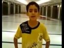 Мальчик красиво поет нашид