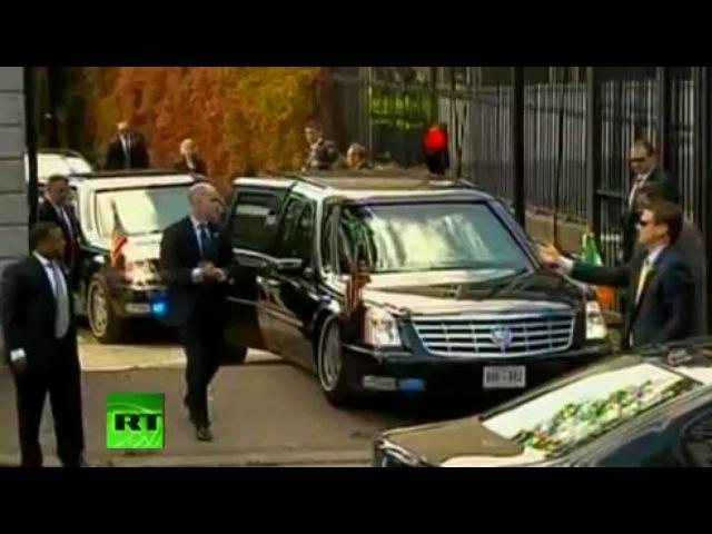 Лимузин Кадиллак Барака Обамы застрял на выезде из посольства в Дублине.