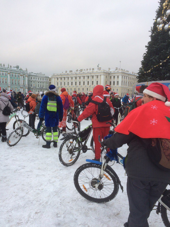 Санкт-Петербург: встреча на электровелосипедах, электромобилях, электроскутерах