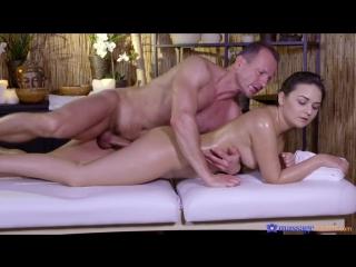 Массаж красивой девушки в масле анина силк (anina silk) с сексом !!!