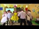 танец c родителями на выпускном