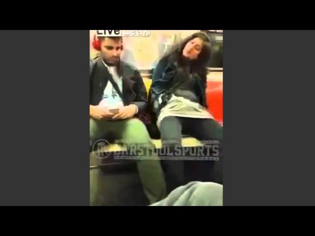 Mujer se masturba en metro de NY y este chico actúa así