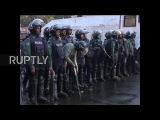 Бангладеш Полиции слезоточивый газ и водометы в борьбе с угольной электростанции протестующих.