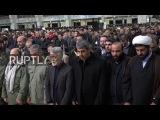 Иран Тысячи присутствовал на похоронах пожарных, захваченных в Тегеране высотном коллапсу.
