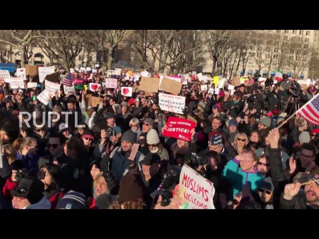 США: Билл де Блазио порицает Трамп «Мусульманский запрет», как тысячи ралли в Нью-Йорке.