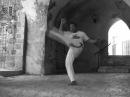 Queixada, Capoeira technique from the Akban-wiki