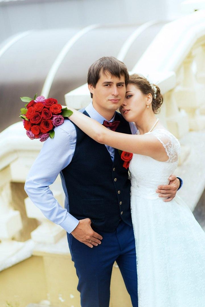 свадьба жених и невеста обнимашки на фотографии