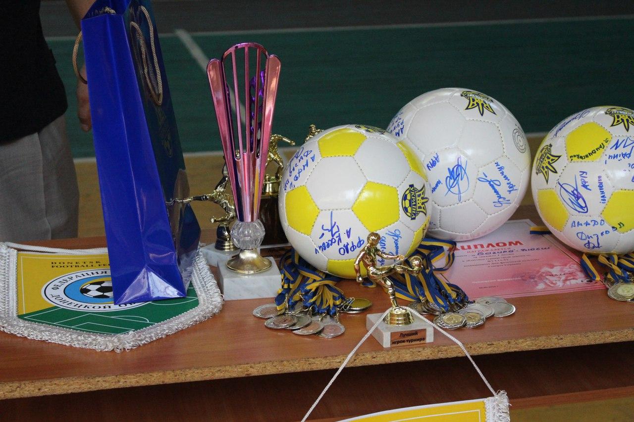 Все матчи будут проходить в спорткомплексе ДГПУ. Начало в 12,13 и 14 часов.