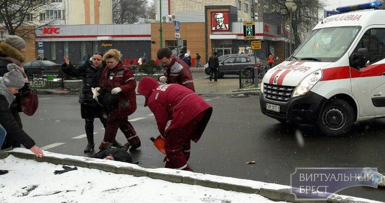 Одна из женщин, попавших под колеса рейсового автобуса в Бресте, умерла в больнице