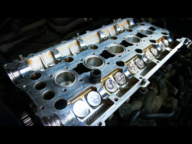 Затяжка гбц динамометрическим ключом на двигателе Вольво с30.