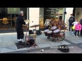 Уличный артист: Жонглёр-барабанщик в Сарагосе (Испания)
