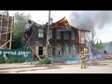 В Астрахани на улице Бакинской горит двухэтажный жилой дом