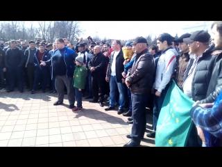 Жители КБР собрались у Белого дома в Нальчике в знак протеста против гей-парада [Нетипичная Махачкала]