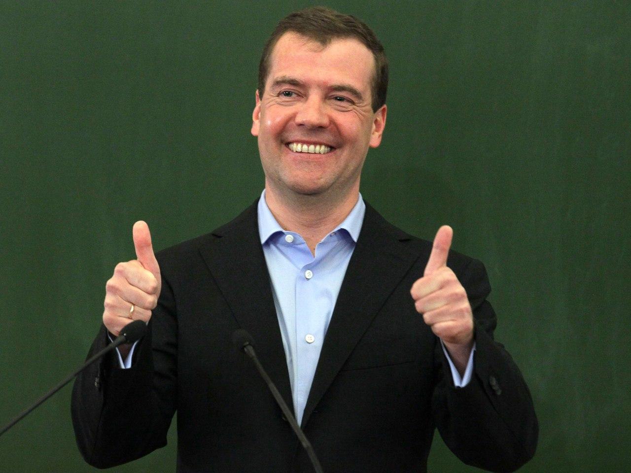 Уволенный Медведевым подполковник намерен поселиться в палатке у стен Кремля