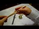 Как правильно держать китайские палочки.
