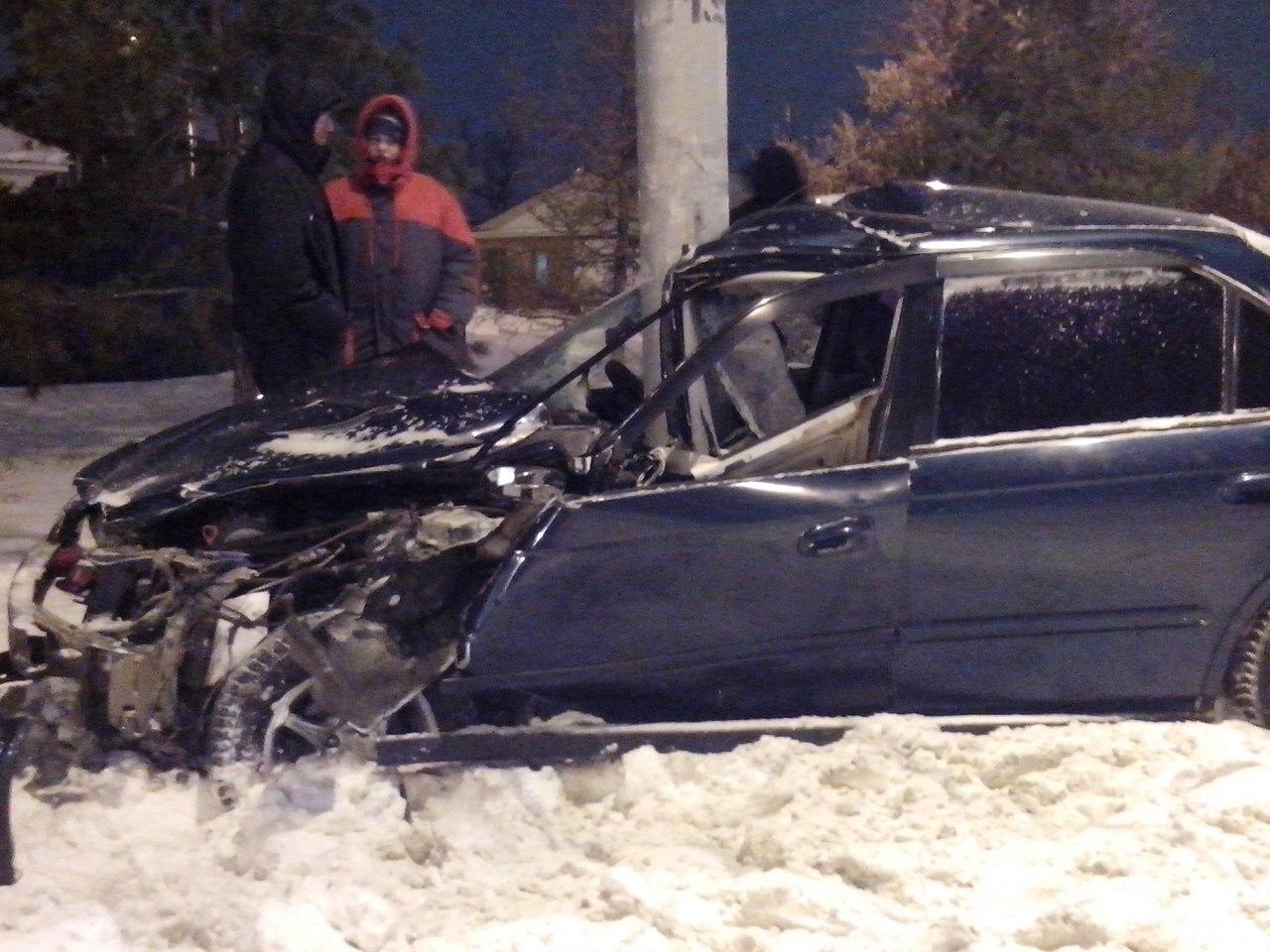 НаОрджоникидзе «Хонду» смяло офонарный столб: шофёр чудом остался живой