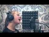У Девочки безумно красивый голос