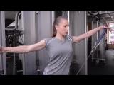 Тренировка для девушек: Упражнений на грудь и плечи