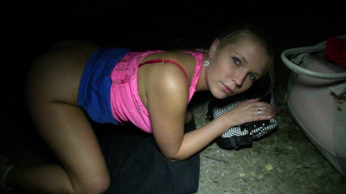 Публичное чешское порно с молодой блондинкой