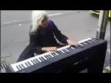 Когда эта бабуля села за пианино, все смеялись  Но когда она начала играть