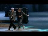 Gianni Morandi e Adriano Celentano - Scende la pioggia _ Live 2012