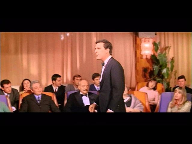 Riccardo Del Turco in Figlio Unico Videoclip a colori