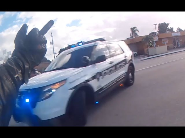 CRAZY POLICE ESCAPE - Biker Jumps Median and Swerves Through Traffic to Escape 20 COPS!!