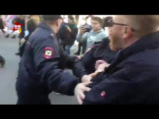 Виталий Милонов разгоняет гей-парад в Питере
