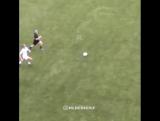 Вот это подкат из женского футбола