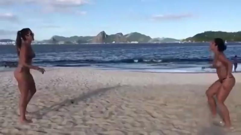 Бразильянки на пляже