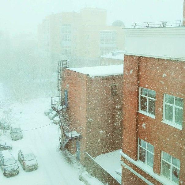 Погода в Перми сегодня в двух фото!  Фотографии сделаны с разницей м