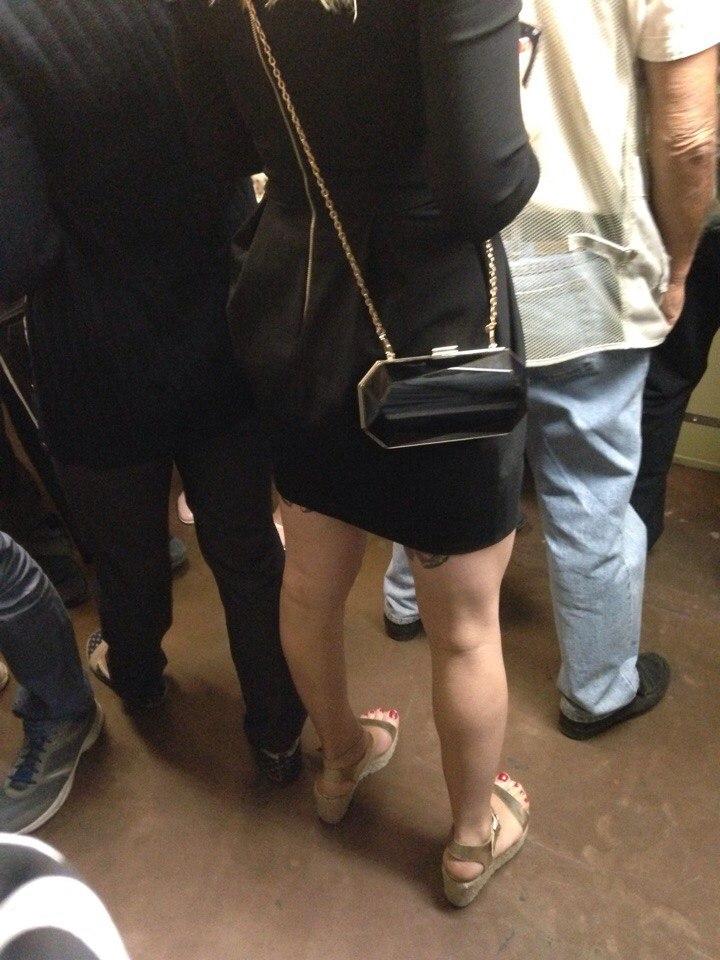 Фото брюнеток в черном платье с сзади
