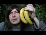 Висят бананы как два гандона ( Весёлый мужик и весёлое видео прикол )