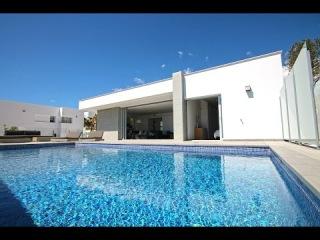 Новые Хай-Тек виллы в Испании с видом на море для продажи в урбанизации Cumbre Del Sol, Морайра