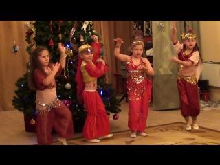 Танец восточных красавиц. Детский сад 11 группа 7. Город Гусев. 28.12.2016.