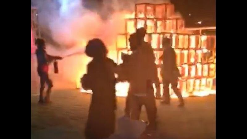 【ジャングルジム火災】 明治神宮外苑のイベントで火災 木くずに何ら123