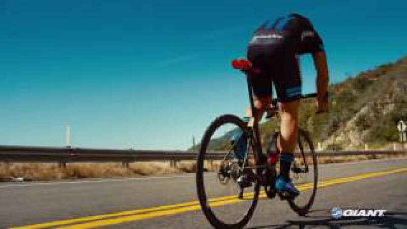 Giant On-Road Tubeless Tire Technology - Why Roadies Must Go Tubeless!